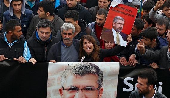 Supporters of Tahir Elci, murdered in Turkey