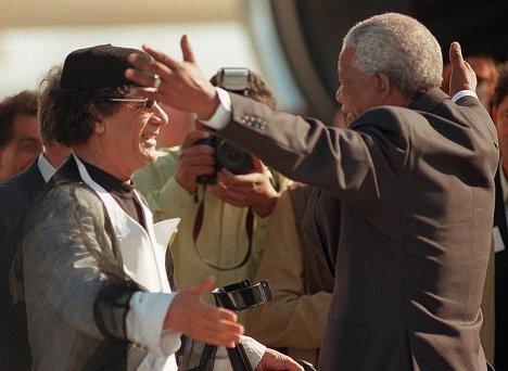 Nelson Mandela greets Muammar Gaddafi