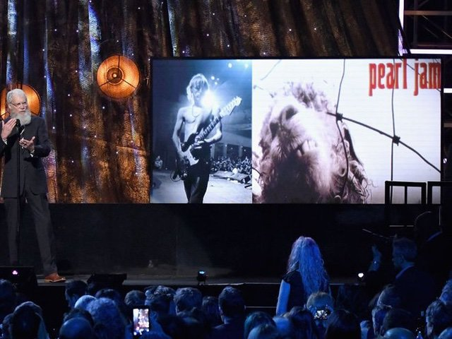 David Letterman inducting Pearl Jam into the Hall of Fame in 2017